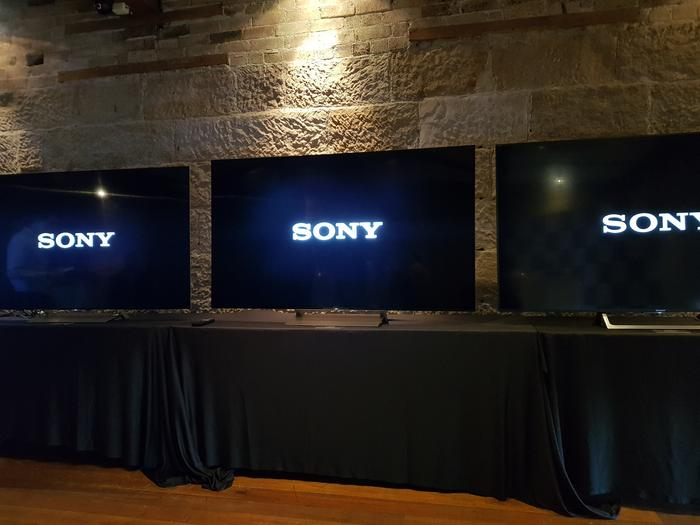 On the left is the X90E, in the middle is an X93E (both rear lit) and on the right is the side-lit X85E. The cheaper model is the only one not showing a Halo effect.